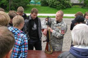 """""""Daudzi puiši no manas tuvcīņas skolas izvēlas dienestu armijā, policijā – tas ir ļoti svētīgi. Šajās spēka pozīcijās nokļūst ļoti sakarīgi domājoši latvieši."""""""